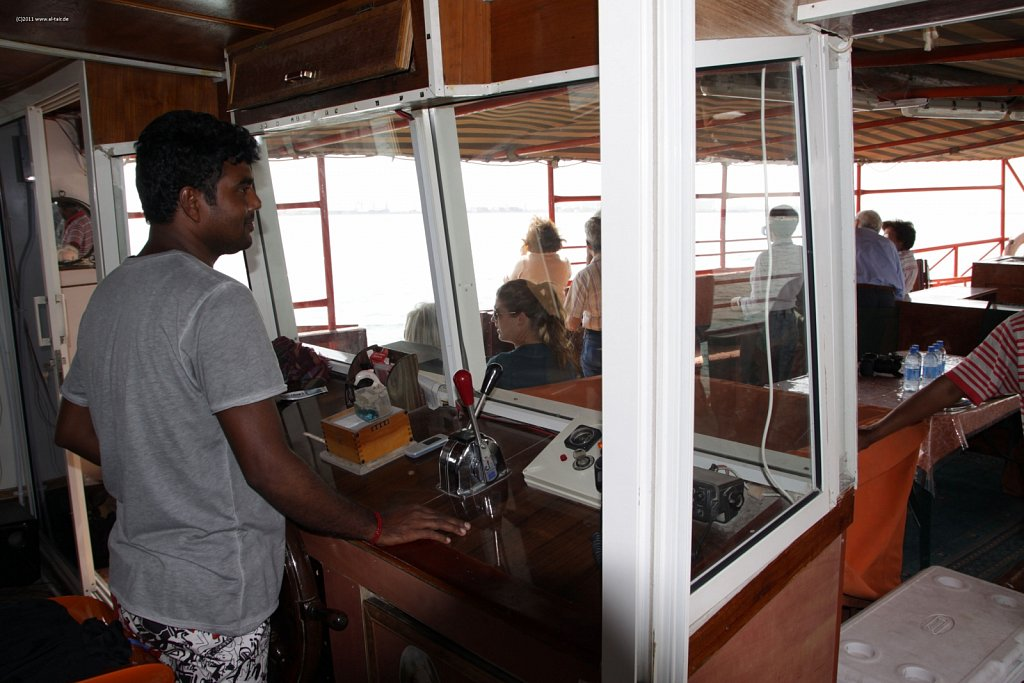 WAHO111106KSL-Dhow-Cruise-020.jpg